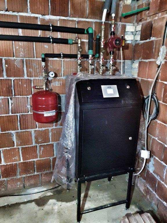 Toplotna-pumpa-ARTEL-HP-9H-u-tehnickom-prosotru